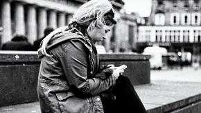 sitting_texting